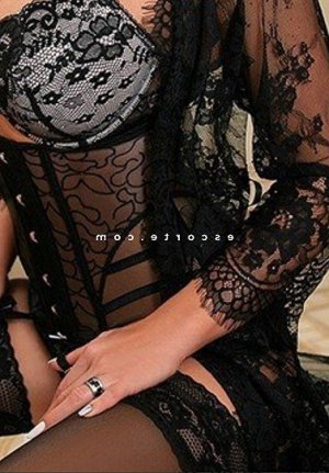 Louisane fille libertine massage naturiste escort girl à Saint-Jean-de-Boiseau