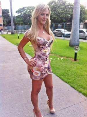 Josianne escorte girl